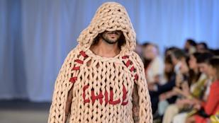 Ezt a pulóvert fonal helyett kötélből kötötték, nyilván sodrófával