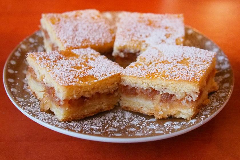 Nagyiféle fahéjas-almás pite: omlós tészta, sok töltelék