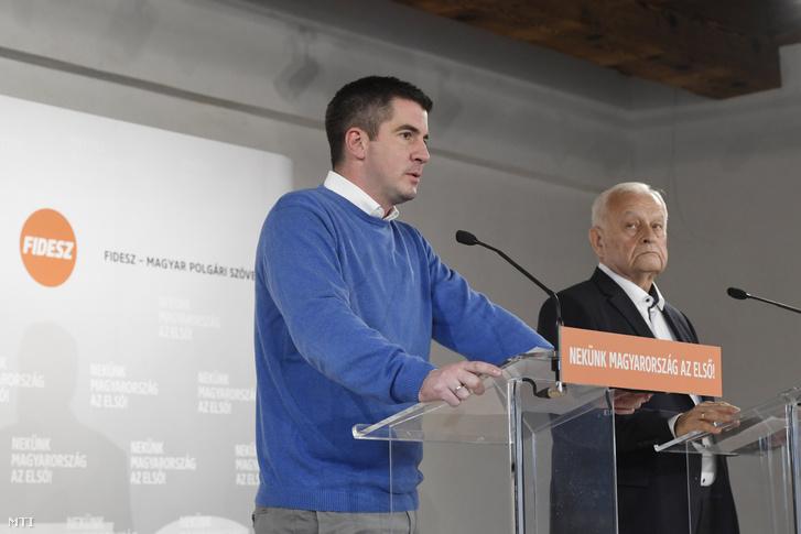 Kocsis Máté, a Fidesz és Harrach Péter, a KDNP frakcióvezetője sajtótájékoztatót tart a két párt közös frakcióülése szünetében Balatonalmádiban 2019. október 17-én.