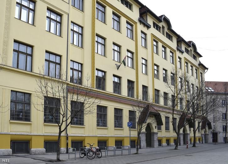 A Budapesti Fazekas Mihály Gyakorló Általános Iskola és Gimnázium épülete