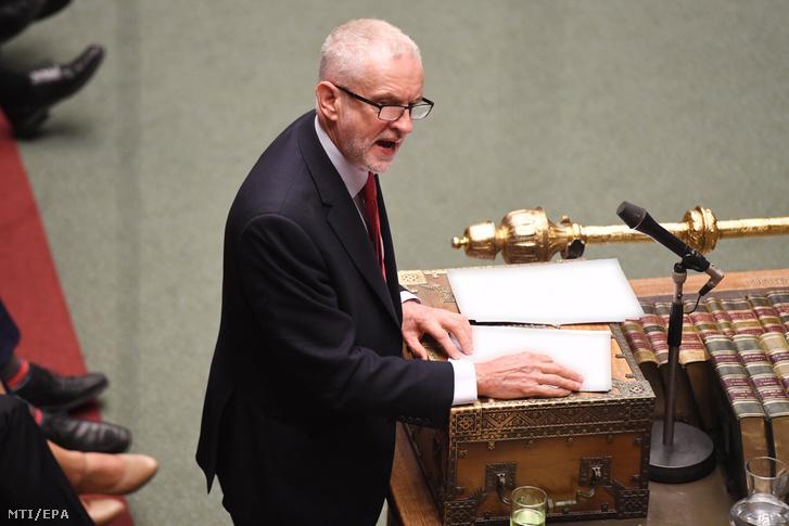 A brit parlament felvételén Jeremy Corbyn, az ellenzéki Munkáspárt vezetője felszólal az alsóház nyitóülésén az új törvényhozási évad első napán, 2019. október 15-én Londonban.