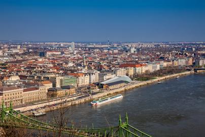 Rejtett üzenetek lepik el Budapestet: itt keresd a kártyákat, ha találni akarsz egyet
