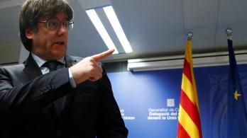Feladta magát a volt katalán elnök, barikádok lángolnak Barcelona utcáin