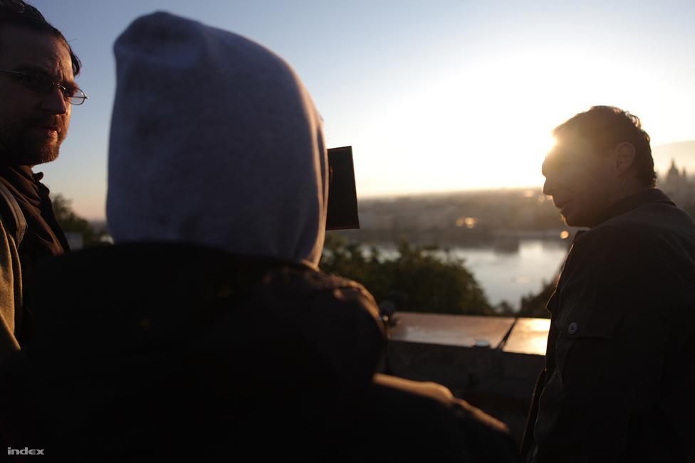 Budapestről nézve viszonylag szerencsés időjárási körülmények voltak a tranzit megfigyeléséhez, bár napkeltekor még kis sávban felhők takarták az eget, később már teljes pompájában lehetett nézni a Vénusz mozgását.