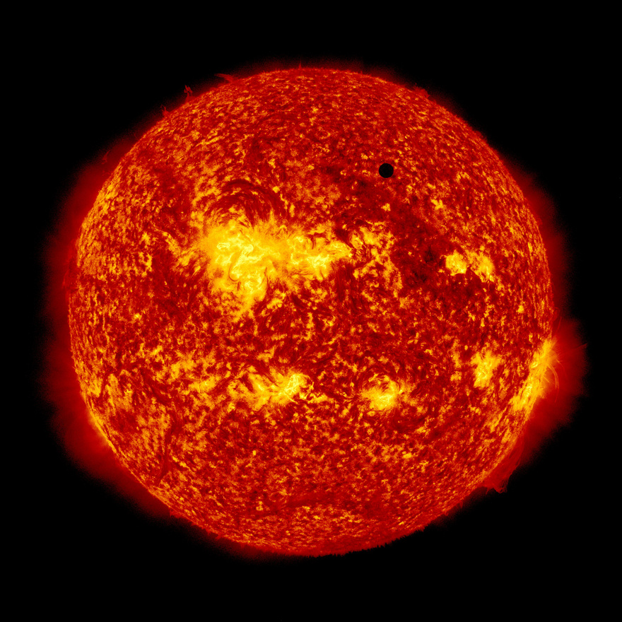 A NASA felvételén jól látszanak a Nap hatalmas aktív területei.