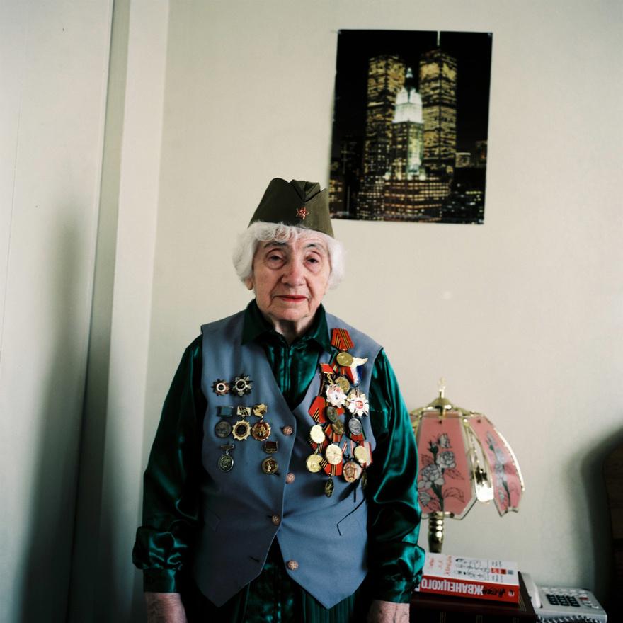 Blina Shifrova - Második világháborús veterán Az 'Elvtársak' sorozatból 2010. Szász Lilla A Ludwig Múzeum ACAX irodájának támogatásáva