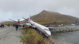 Kis híján a tóban kötött ki egy leszállópályáról kicsúszott gép Alaszkában