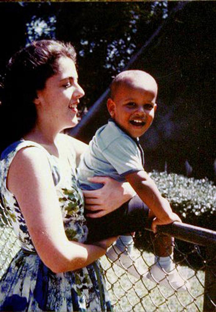 Barack Obama édesanyja, Stanley Ann Dunham Soetoro is tinédzser volt, amikor anyai örömök elébe nézett
