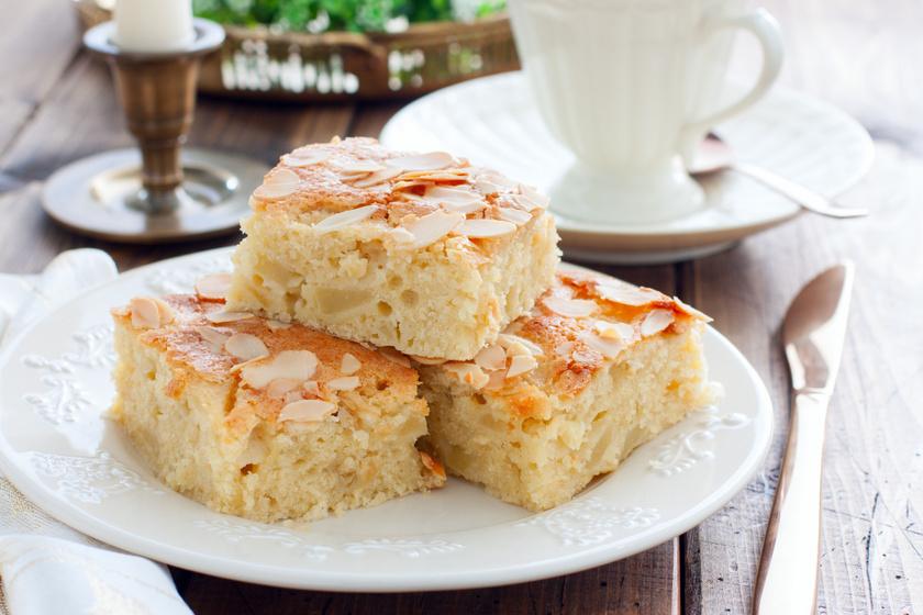 Mandulás, almás kevert süti: mérd ki bögrével a hozzávalókat
