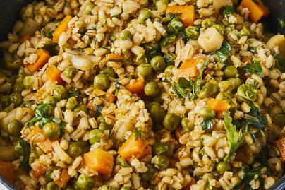 Árpagyöngy rengeteg zöldséggel: egy csoda izgalmas, húsmentes fogás