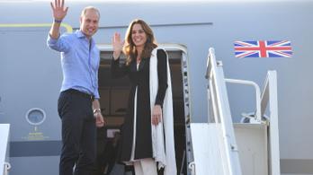 Viharba került Vilmos herceg és Katalin hercegné repülőgépe