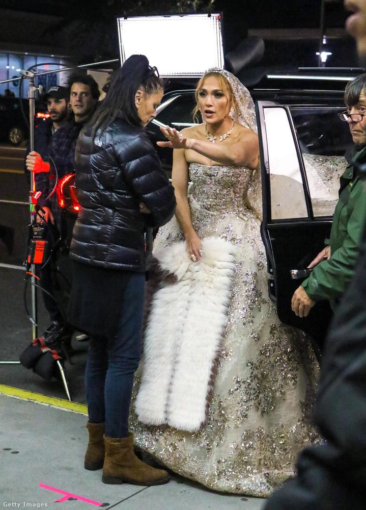 Csütörtök este Jennifer Lopez filmet forgatott Manhattanben, az alkotás címe az, hogy Marry Me, azaz kb
