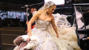 Jennifer Lopez keményen megküzdött menyasszonyi jelmezével