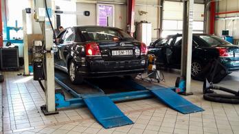 Belsőség: Toyota Avensis a márkaszervizben, átvizsgáláson