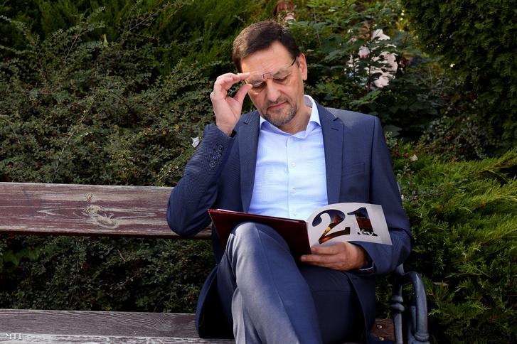Nagy Gábor Tamás a Fidesz-KDNP polgármester-jelöltje a budai Váralagút feletti teraszon tartott sajtótájékoztató előtt 2019. október 7-én.
