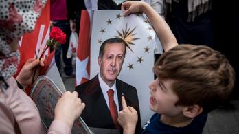 24.hu: Erdoğan Pestre hozott iskoláját az Iszlám Állam terroristáinak dicsőítésével hozták összefüggésbe