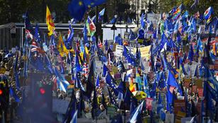 Tízezrek vonultak az utcára Londonban a brexitvita napján