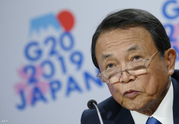 Aszo Taro, japán pénzügyminiszter