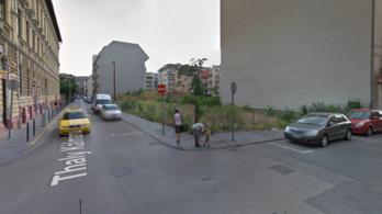 Kiment a rendőrség egy rablóért, ha már ott voltak, elvitték a lakótársát is