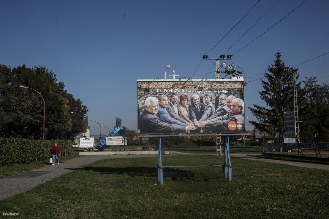 Fideszes óriásplakát Szerencsen