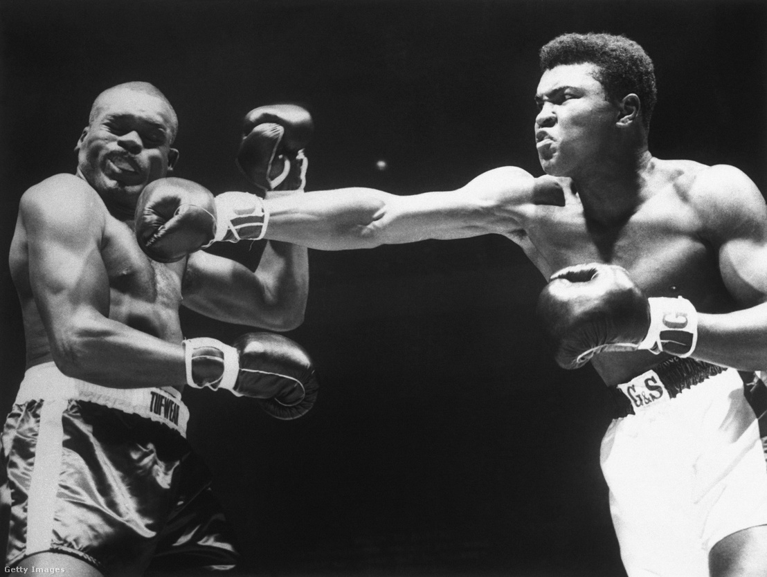 Régen is voltak brutális pofonok. A képen Doug Jones és Cassius Clay (aka Muhammad Ali) 1963. március 13-i tízmenetes mérkőzése, amit pontozással nyert Ali.