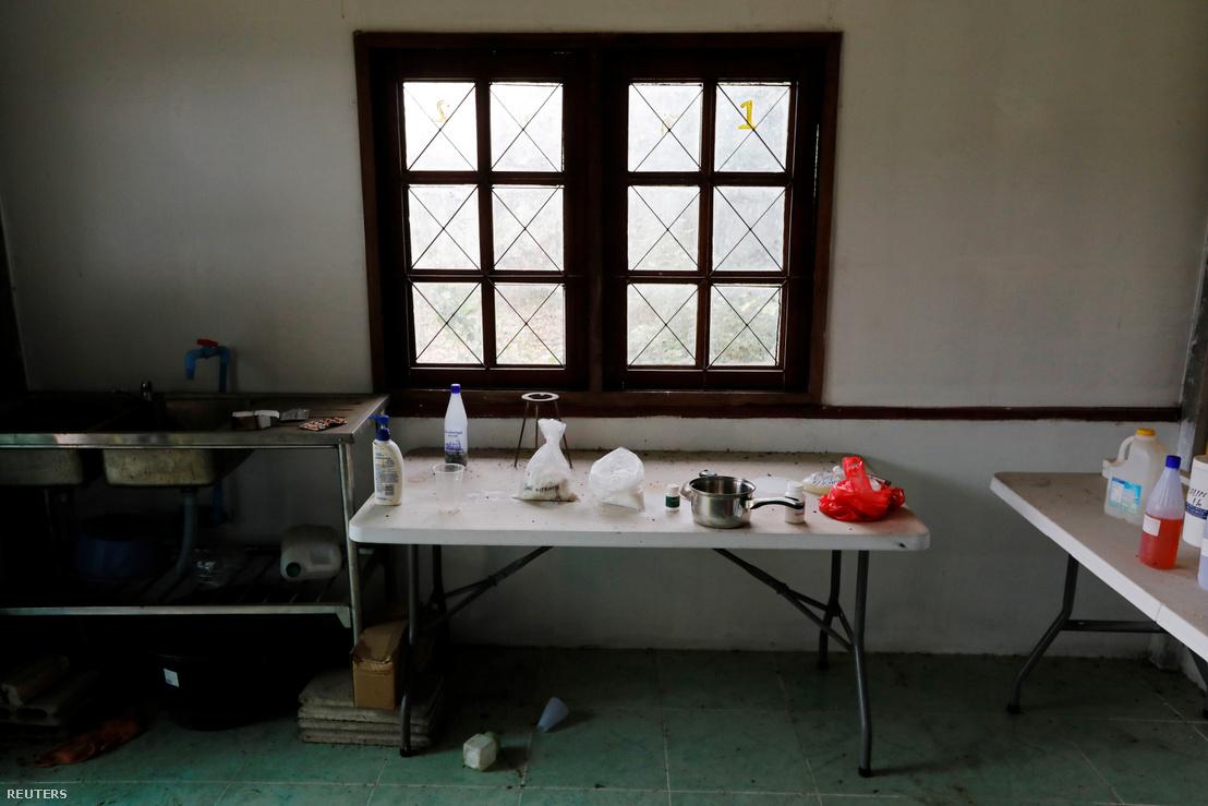 Egy apró methlabor, amit Sue Songkittikul üzemeltetett Mae Sot-ban. A fotó 2019. május 13-án készült egy rendőri rajtaütés után.