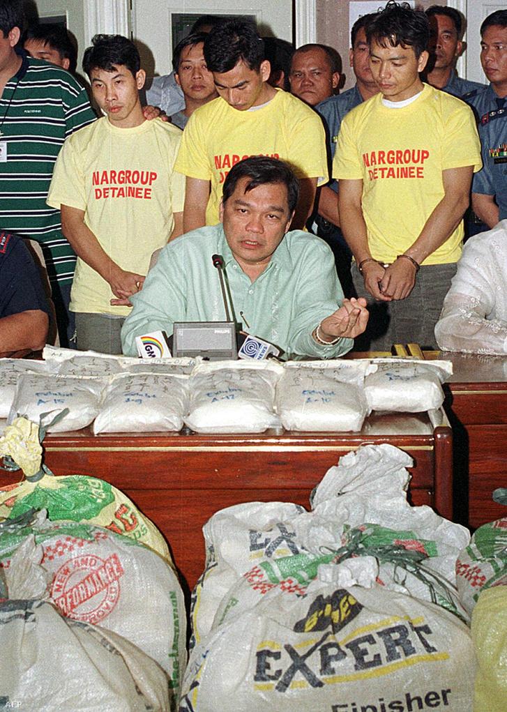 2001. november 19. Három, metamfetamin csempészéssel gyanúsított kínait fogott a fülöp-szigeteki rendőrség San Narciso-ban. A hatóságok 300 kilogramm kábítószert foglaltak le.
