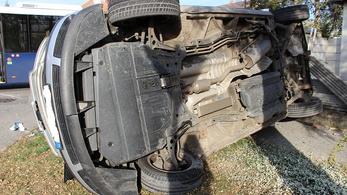 Autóbusszal ütközött egy személyautó Tatabányán