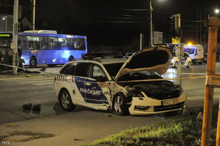 Rendőrautó és személyautó ütközött a XXII. kerületben