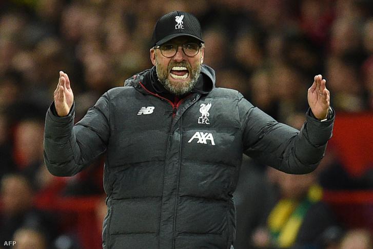 Klopp magyaráz a Manchester United - Liverpool mérkőzésen 2019. október 20-án
