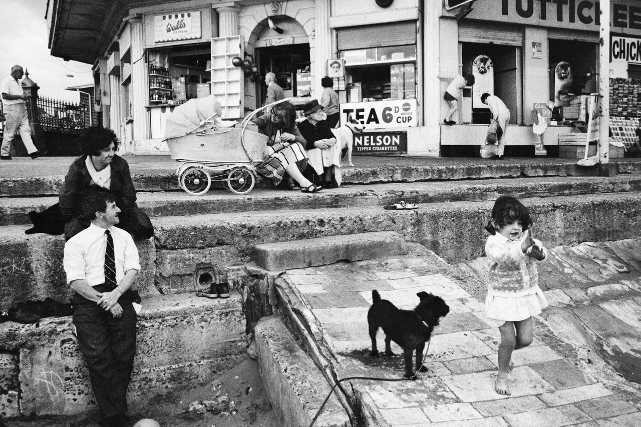1968-ban akarta kiadni az England by the sea című, kifejezetten tengerparti képeiből álló gyűjteményét, de a kiadó szerint senkit sem érdekelt volna. Annak ellenére, hogy a fotósok inspirációként tekintenek rá, nem nevezhető egy kifejezetten népszerű fotósnak. Az első nagyobb kiállítását is csak 2004-ben tartották.