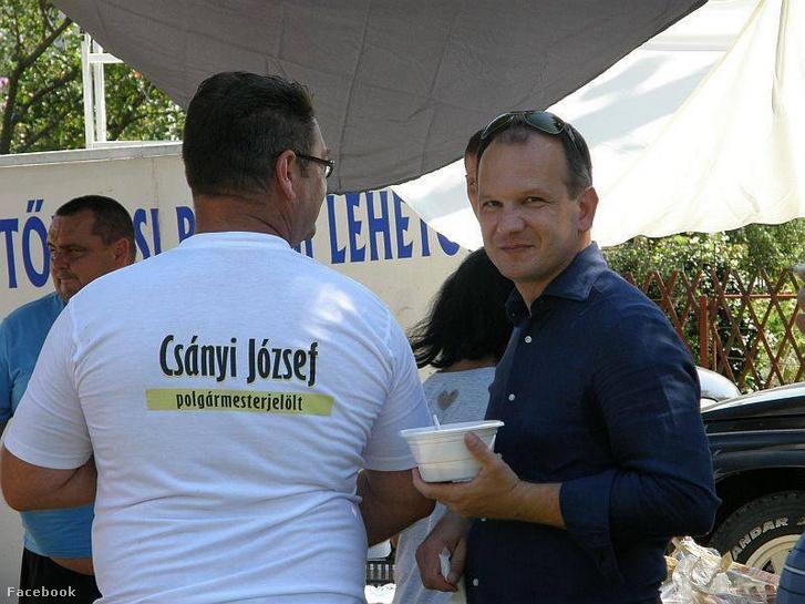 Csányi József (jobbra) egy kampányeseményen
