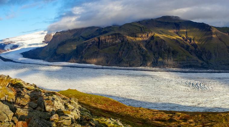 A Svínafellsjökull a Vatnajökull egyik gleccsere, de amilyen gyönyörű, olyan veszélyes is