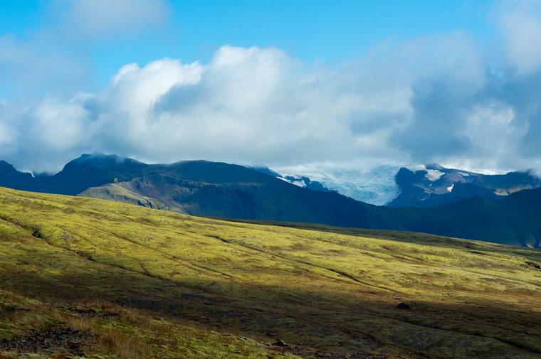 A Vatnajökull Izland legnagyobb összefüggő jégmezeje, több mint nyolcezer négyzetkilométer