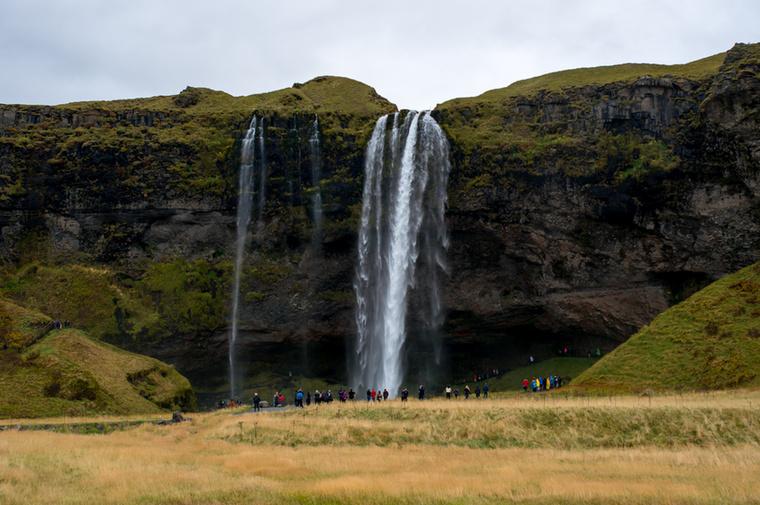 Izland nemcsak a tűz és a jég birodalma: a vízeséseké is, amik a déli parton haladva néhány kilométerenként bukkannak fel