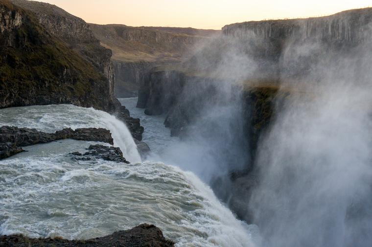 A Gullfoss nemcsak az Arany Háromszög, hanem a sziget egyik leglátványosabb vízesése is