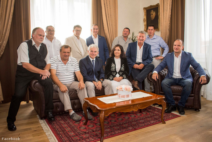 Csányi József (jobb szélén) és a Kiskunfélegyházi képviselők 2019. augusztusában