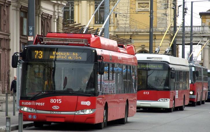 A Budapesti Közlekedési Központ (BKK) trolibusz vonalain szolgálatot teljesítő járművek 2018. január 9-én.