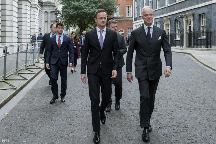 Szijjártó Péter külgazdasági és külügyminiszter és Szalay-Bobrovniczky Kristóf nagykövet Londonban 2019. október 3-án.