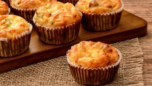 Reggelinek és vendégvárónak is tökéletes: sajtos, sült hagymás muffinok