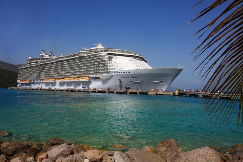 Hajmeresztő dolgon kapta rajta útitársát egy férfi: a nőt és partnerét örökre kitiltották a hajóról