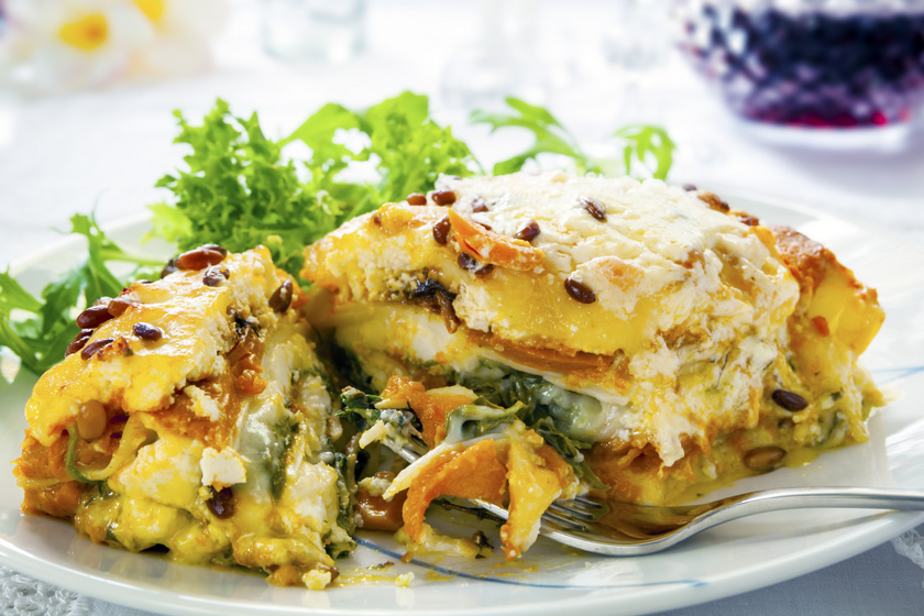 Vegetáriánus lasagne édesburgonyával és sütőtökkel: ebből senkinek sem hiányzik a hús