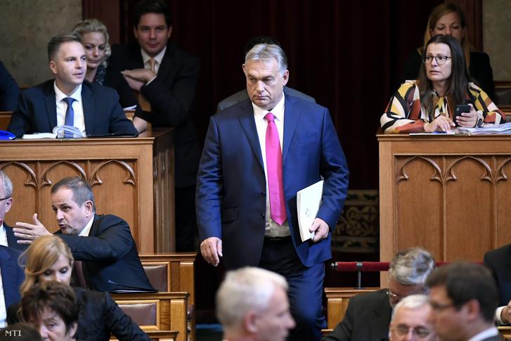 Orbán Viktor miniszterelnök megérkezik az Országgyűlés plenáris ülésére 2019. október 21-én.
