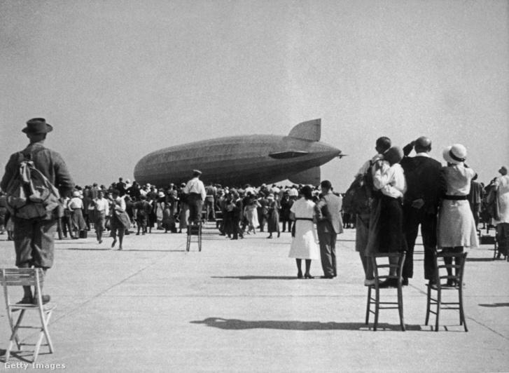 A Graf Zeppelin (D-LZ127) az asperni repülőtéren, 1931-ben