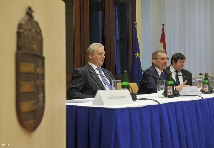 Pintér Sándor belügyminiszter megbeszélést folytatott Tarlós István főpolgármesterrel Budapest adósságkonszolidációjával kapcsolatban 2012. december 18-án.