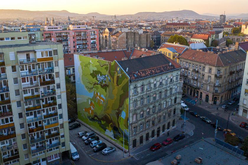 Az elmúlt két hónapban a Vuk karaktereit festették fel 800 négyzetméter nagyságú felületre.