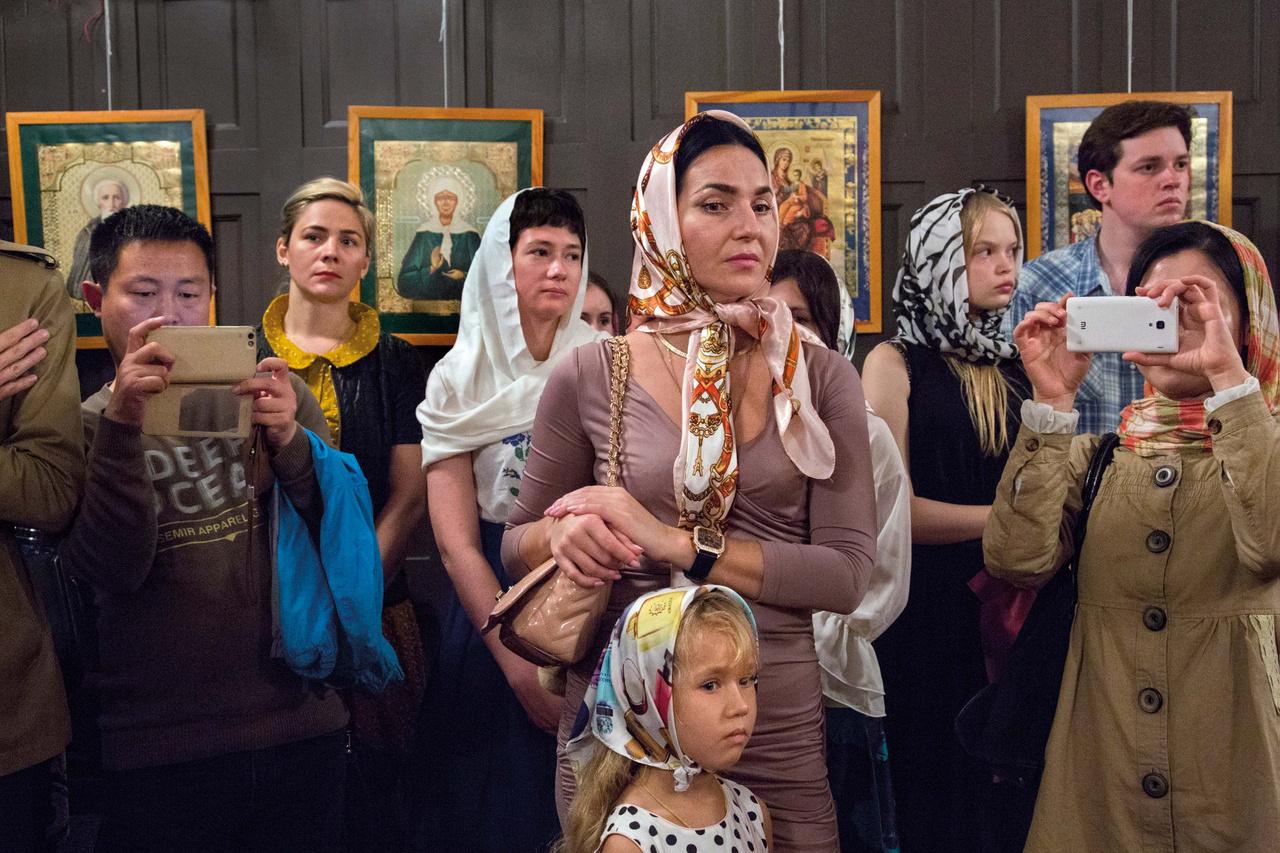 Az ortodox kereszténység nem tartozik Kína öt elismert vallása közé, így az istentiszteleteket az orosz konzulátus szervezi. A 2016-os húsvéti ünneplés volt az első, amin mind külföldiek, mind kínaiak részt vehettek.