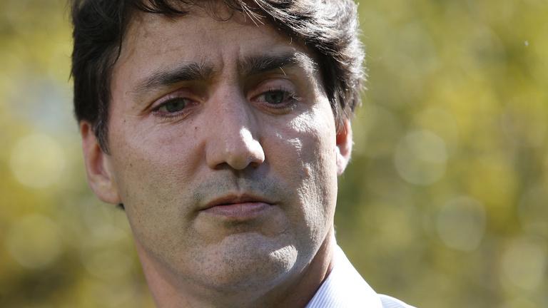 Feketére festett arcú fotók vihetik padlóra Kanada liberális szupersztárját