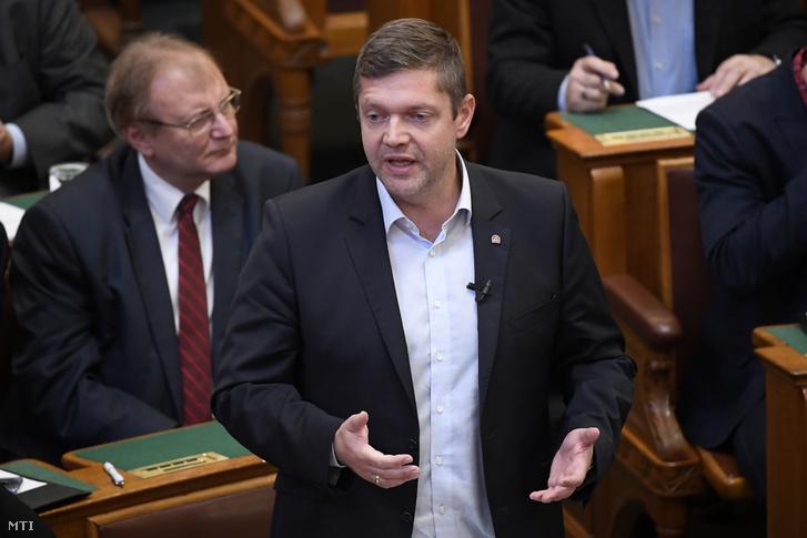 Tóth Bertalan az Országgyûlés plenáris ülésén 2019. október 21-én.