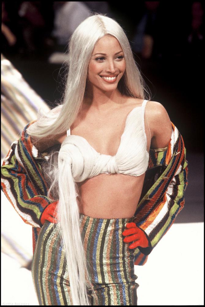 Ugyanebben a szezonban a női kollekciót bemutató egyik modell Christy Turlington volt